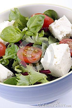 Insalata greca con il formaggio di capra