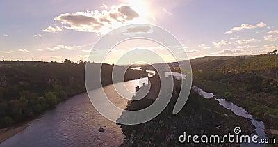 Insel-Schloss-aufschlussreicher Fluss-Antennen-Schuss stock video footage