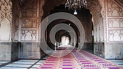 inside-badshahi-mosque-7494185 jpgInside Badshahi Mosque