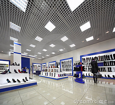 Free Inside Spacious Shoes Shop With Models On Shelves Royalty Free Stock Photography - 20918297