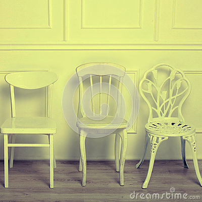 Insieme delle sedie d 39 annata di legno bianche fotografia for Sedie di legno bianche