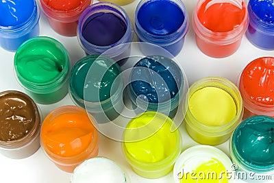 Inställda färgrika målarfärger
