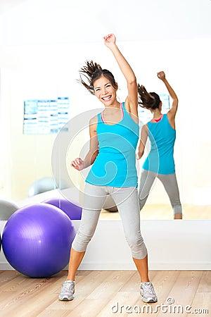 Instructor de la danza de la aptitud del zumba de los aeróbicos de la gimnasia