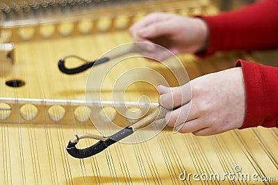 Instrumento musical martillado del dulcimer