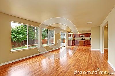 Int rieur vide de maison avec le nouveau plancher en bois dur for Le vide interieur