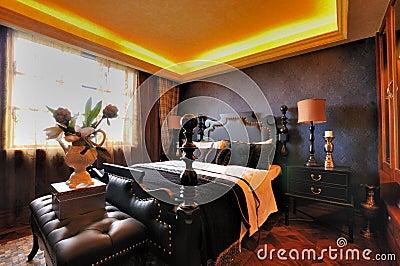Interior adornado ofrecido del dormitorio