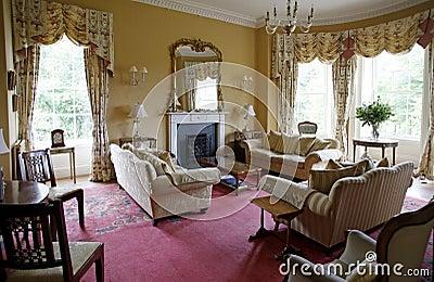Interior clásico de la sala de estar