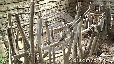 Interior da cabana abandonada alimentador para carneiros vídeos de arquivo
