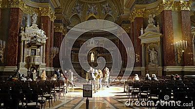 Interior de la basílica Szent Istvan Bazilika de St Stephen metrajes