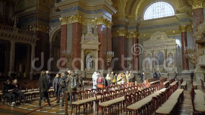 Interior de la basílica Szent Istvan Bazilika de St Stephen almacen de video