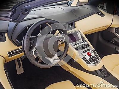 Interior do carro de esportes