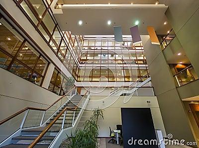 Interior do prédio de escritórios