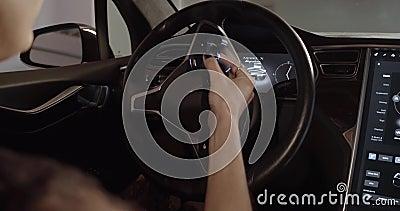 Interior luxuoso de eletro carro avançado vídeos de arquivo