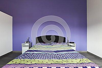 ... Libera da Diritti: Interiore, camera da letto con la parete viola
