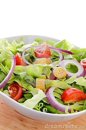 International green salad whit tomato end union