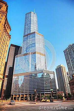 Internationellt hotell för trumf och torn i Chicago, IL i morgon Redaktionell Fotografering för Bildbyråer