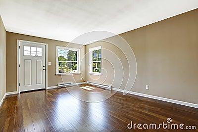 Interno vuoto della casa pavimento di legno duro e pareti for Pavimento per interno casa