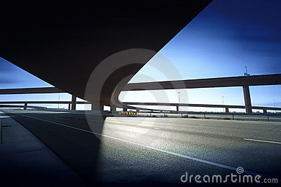 Intersezione della strada dell autostrada della strada principale