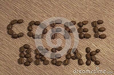 Intervallo per il caffè scritto in chicchi di caffè