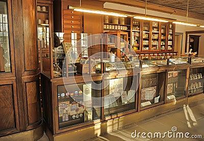 int rieur d 39 une pharmacie antique photographie ditorial image 45582557. Black Bedroom Furniture Sets. Home Design Ideas