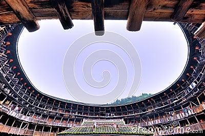 Intérieur du château de la terre, résidence décrite dans les sud de la Chine Image stock éditorial