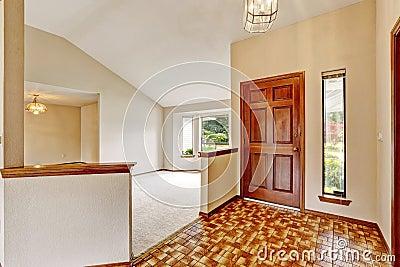 Int rieur vide de maison avec le plancher ouvert couloir d for Le vide interieur