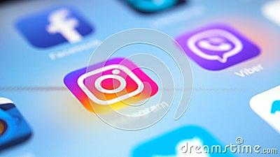 IPad di Apple pro con le icone del facebook sociale popolare di media, instagram, cinguettio, vimeo, messaggero, più pinerest sul archivi video