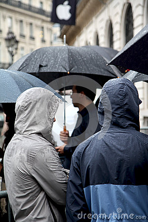 IPhone 5 draws fans to Apple stores in Paris Editorial Stock Photo