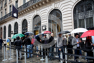 IPhone 5 draws fans to Apple stores in Paris Editorial Photo
