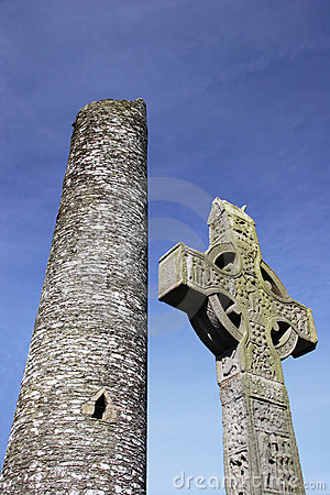 Free Irish Cross In Front Of Tower Royalty Free Stock Images - 2245489