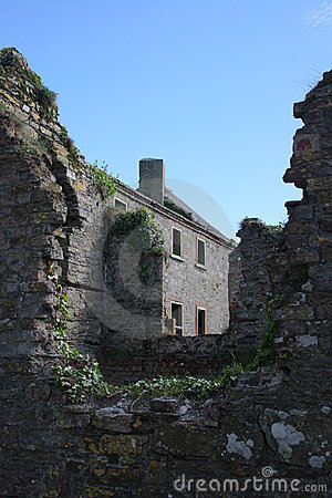 Irish House  and Ruines