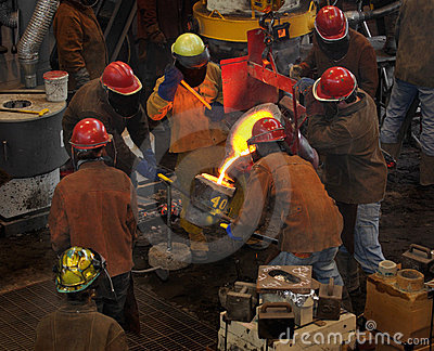 Iron Pour - Filling the Cup
