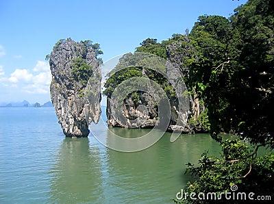 Isla en la bahía de Phang Nga, Tailandia