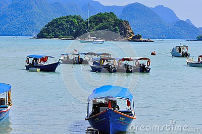 Island hopping boats to beautiful tropical island Editorial Photography
