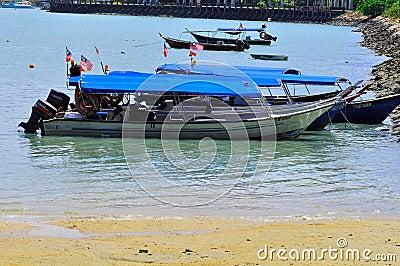 Island hopping boats to beautiful tropical island Editorial Image