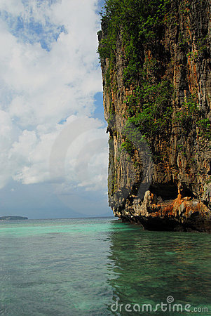 Free Island In The Indian Ocean Near Phi-Phi Royalty Free Stock Photos - 5661998