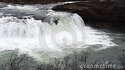 Islandia ekstremalnie silny majestatyczny wodospad w zwolnionym tempie zbiory