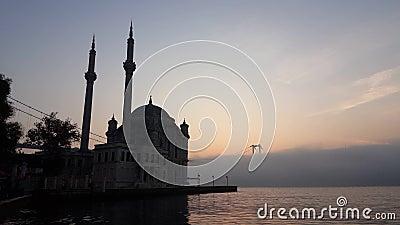 Istanbul en Martelarenbrug van 15 juli in Foggy stock footage