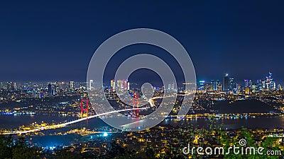 Istanbul-Stadtskylinestadtbildnachtzeit-Versehenansicht von bosphorus Brücke und von Finanzgeschäftszentrum stock footage