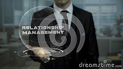 Istitutore di professione che presenta concetto della gestione di relazione con l'ologramma sulla sua mano stock footage