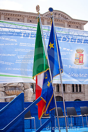 Italian and Europe flags