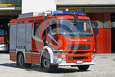 Italian fire engine truck during a mission