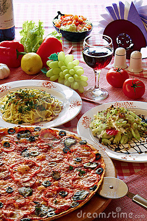Free Italian Food Setting With Pizza, Pasta And Wine Royalty Free Stock Photos - 15345038