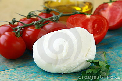 Italian mozzarella cheese tomatoes