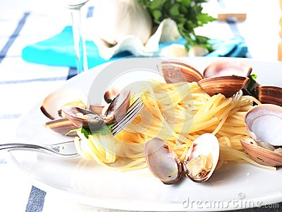 Italian noodle pasta with mussels