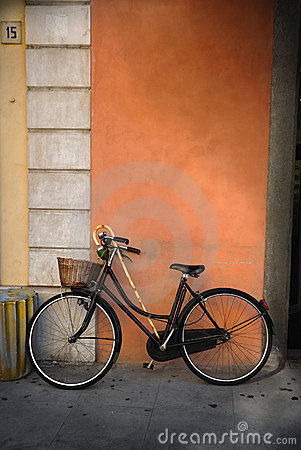 Free Italian Old-style Bicycle Royalty Free Stock Photo - 20830405