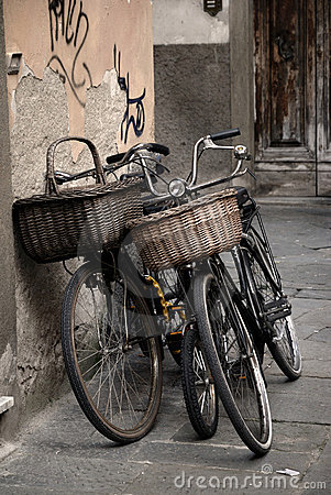 Free Italian Old-style Bicycles In Lucca, Tuscany Stock Photos - 17669763