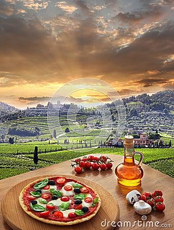 Free Italian Pizza In Chianti, Vineyard Landscape In Italy Stock Photography - 33232102