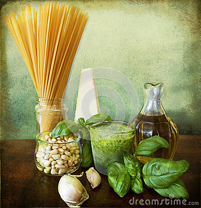 Italian recipe: noodles with pesto