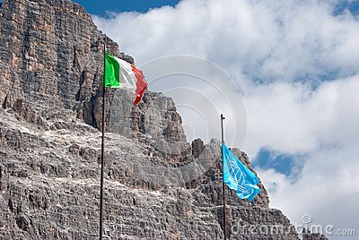 Italian and Unesco flags